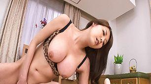 Akari Asagiribusty gets orgasm from toy