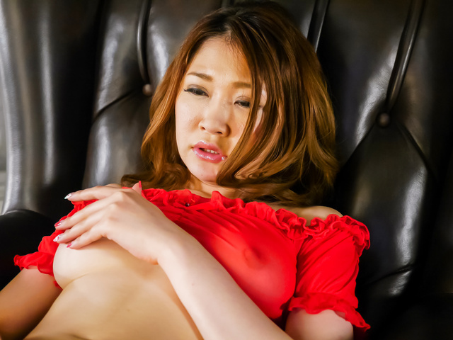 Airi Mizusawa - Japanese vibrator makesAiri Mizusawa to reach orgasm - Picture 4