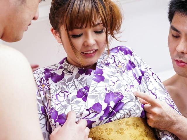 鈴木愛 - 浴衣で生ハメ3P~爆乳セクシー熟女 - Picture 1