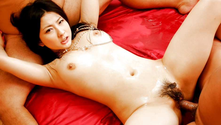Phim Sex Asian hottie Megumi Haruka in some nasty group fuck