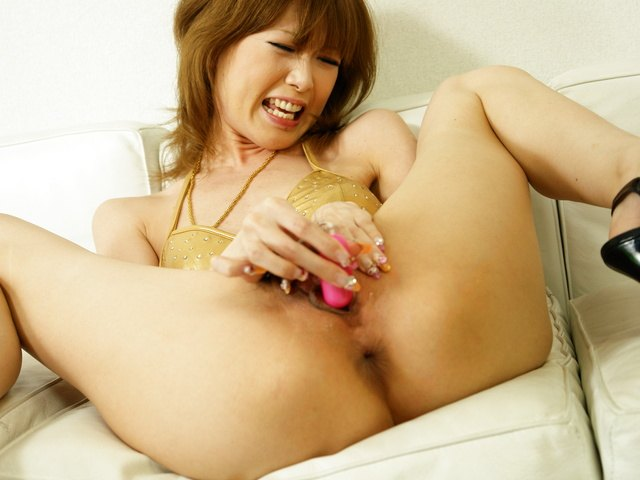 Rika Sakurai - Dying for a fuck Rika Sakurai gets out her favourite toys - Picture 1