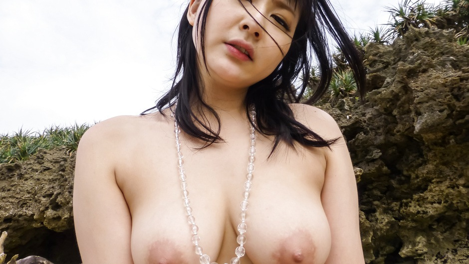 Phim Sex Busty Megumi Haruka gives a japan blowjob and fucks outdoors