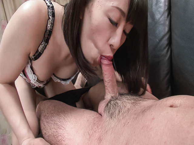 Yui Kyouno - Yui Kyouno pleases hunk with full oral session - Picture 9