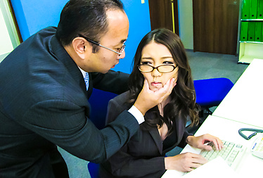 A Naughty Secretary Squirts When Her Boss Fucks Her